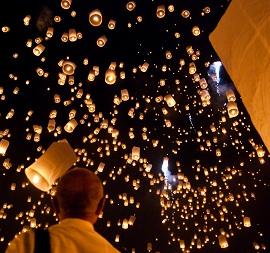 la nouvelle tendance pour les mariages le lcher de lanternes clstes - Lanterne Volante Mariage